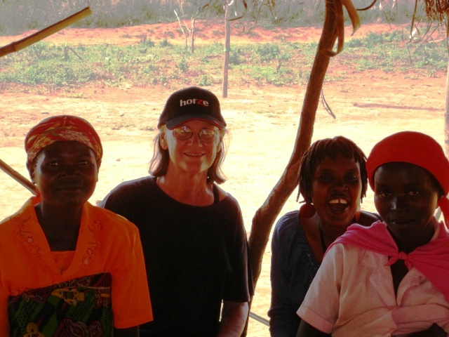 With women of the colline and a technical assistant, during an assessment